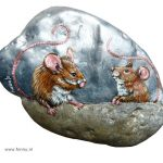 Mouses silver – acrylic on stone – 13 x 9 cm – 80 euro
